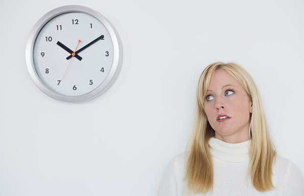 FOUR WAYS TO BEAT PROCRASTINATION… IN A MINUTE